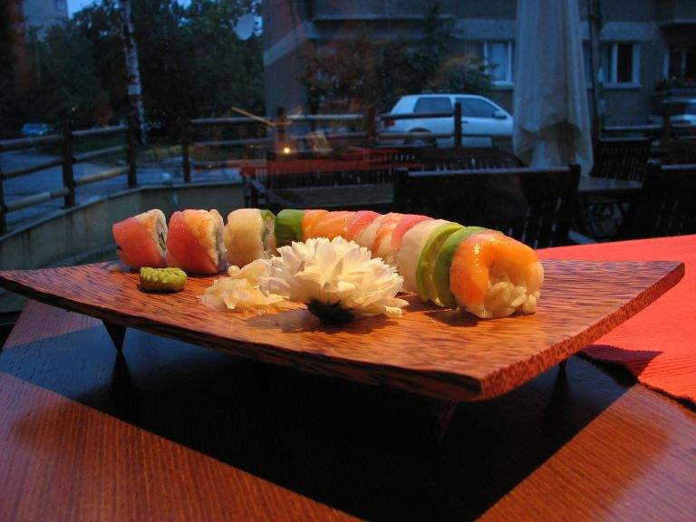 1280px-Colourful_sushi.jpg
